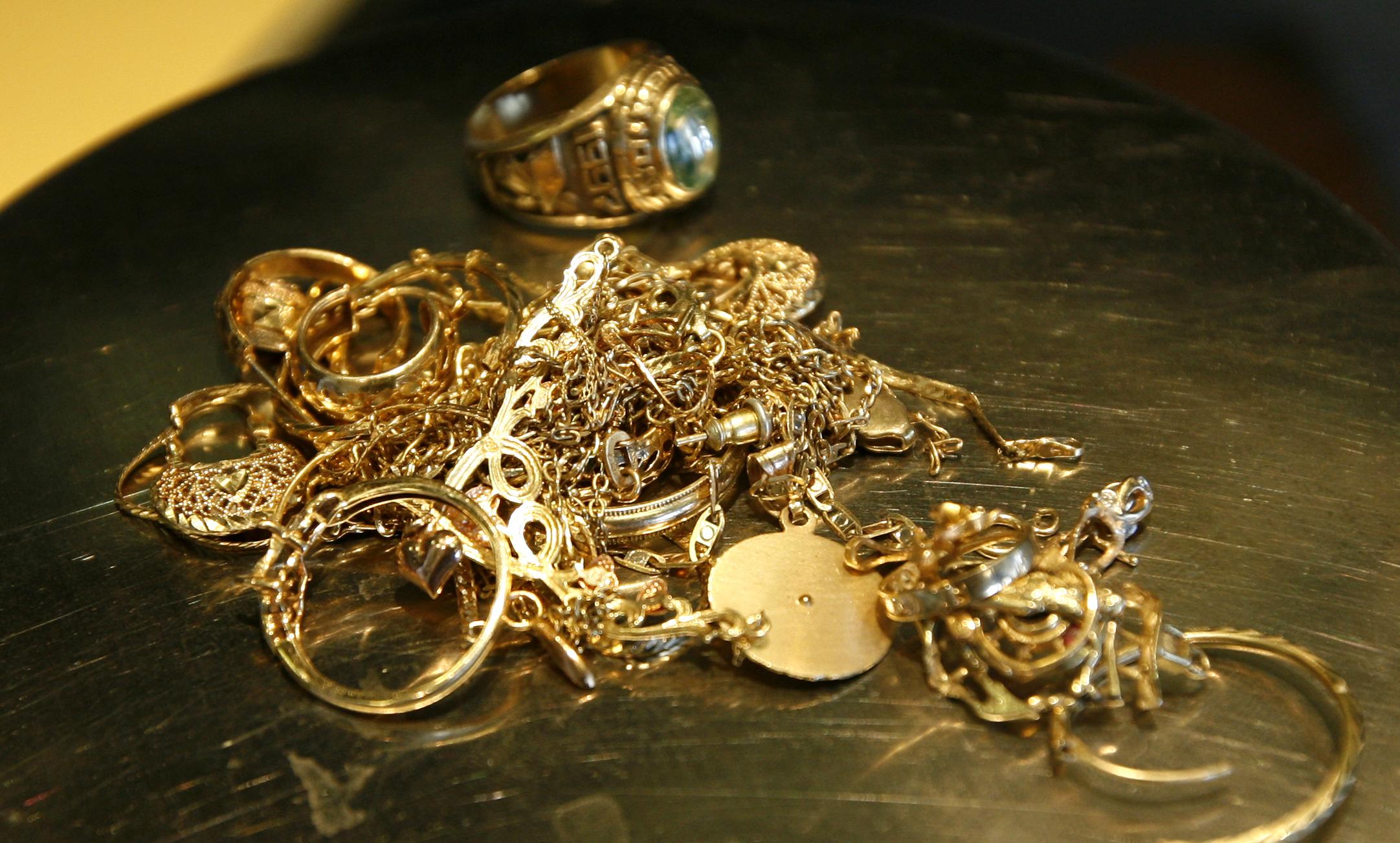 услуги фото золотых изделий из ломбарда некоторых плитках изображены